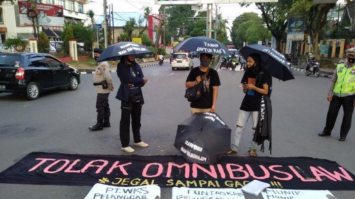 Aksi Kamisan Pertama di Jambi Dilakukan di Simpang BI, Usung Jargon 'Jegal Omnibus Law Sampai Gagal'