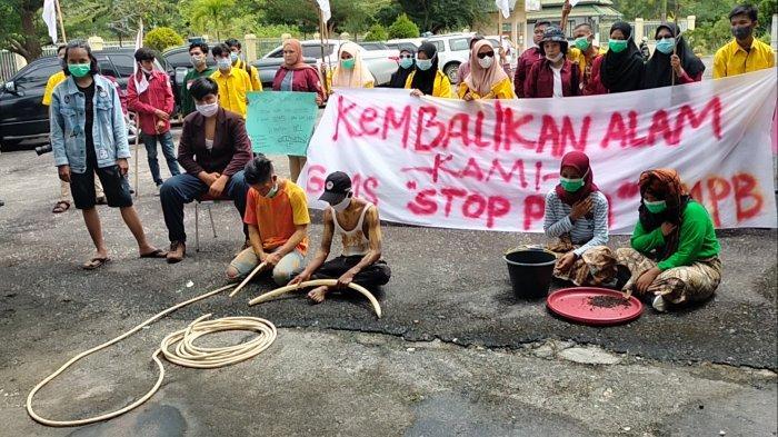 Aksi Mahasiswa Sarolangun Soal PETI, Peragakan Teatrikal Bos Hingga Pekerja PETI yang Nyabu