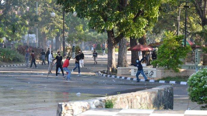 BREAKING NEWS: Polisi Ciduk 20 Pendemo dari Kantor DPRD Jambi, Begini Kondisinya di Mapolda Jambi