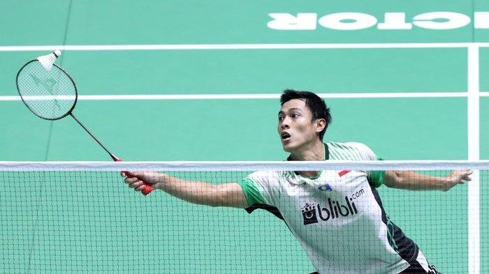 Aksi Shesar Hiren Rhustavito ketika menghadapi Jonatan Christie pada babak pertama China Open 2019 di Olympic Sports Center Xincheng Gymnasium, China, 17 September 2019.
