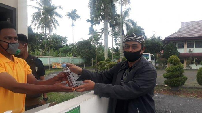 Al Haris Kirim Ramuan Daun Sungkai untuk Dua Jurnalis Terkonfirmasi Positif Covid-19