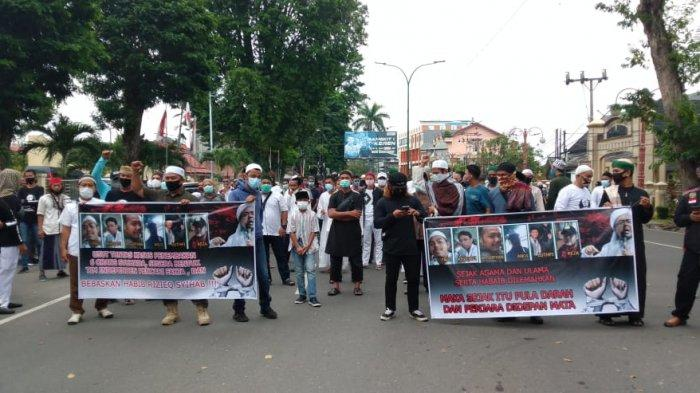 Ratusan Orang Dari Amin Provinsi Jambi Datangi Mapolda Jambi