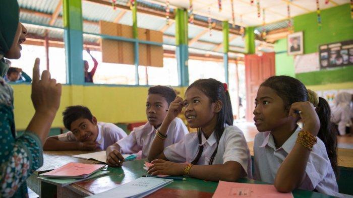 Mengembangkan Pendidikan untuk Suku Anak Dalam