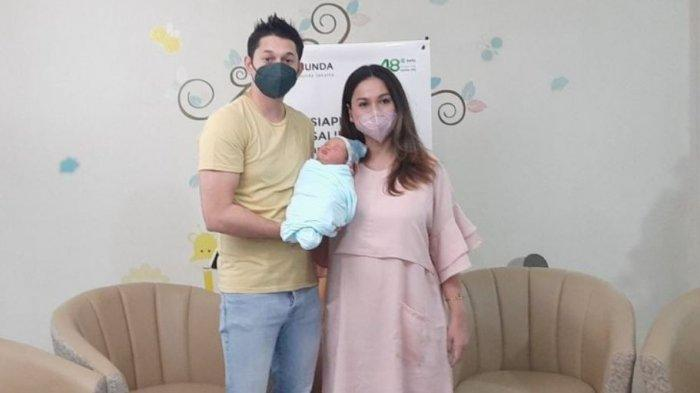 Ketika Andrew Andika Lupa Cara Azankan Anaknya yang Baru Lahir: Akhirnya Dibantu dengan Dokter