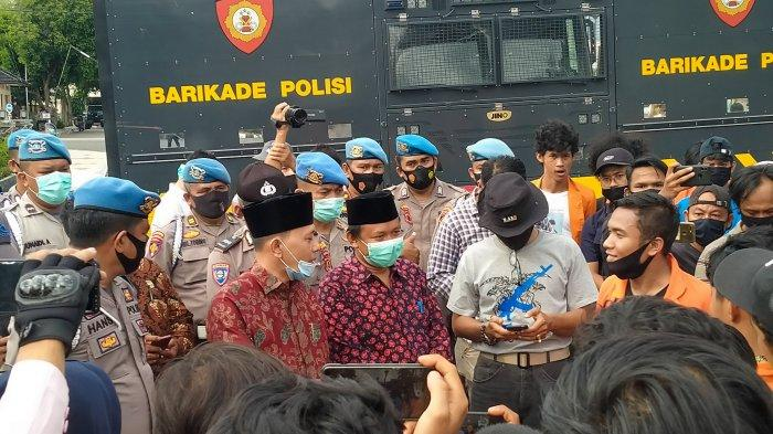 Dua Anggota Dewan Provinsi Jambi Temui Pendemo, Jawab Tuntutan Bentuk Pansus & Naikkan UMP