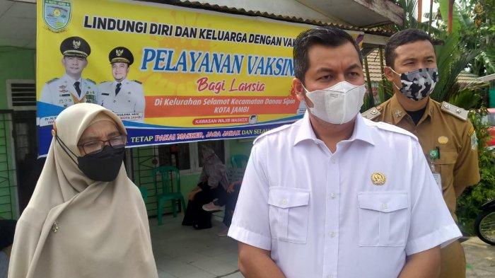 Anggota DPRD Kota Jambi Pantau Langsung Kegiatan Vaksin Lansia di Kantor Lurah