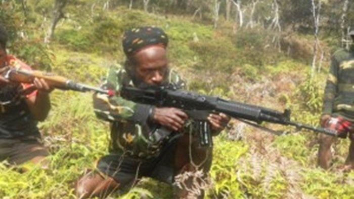 Anggota KKB Papua. Lekagak Telenggen, Komandan TPNPB-OPM/Pimpinan KKB Papua yang dikenal brutal tembak mati Kopassus hingga Tukang Ojek.