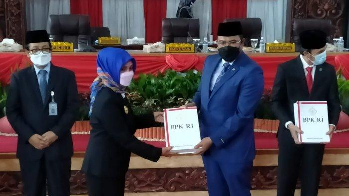 BPK Serahkan LHP Atas LKPD Provinsi Jambi & LHP Kinerja Penyelenggaraan Dan Pelayanan Samsat