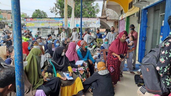 Antrean Panjang di Bank, Ratusan Warga Muarojambi Lakukan Pencairan Bantuan UMKM