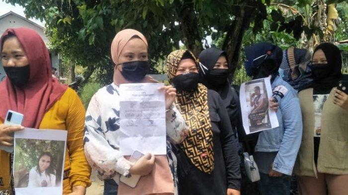 ILUSTRASI - Emak-emak di Kabupaten Penajam Paser Utara (PPU) Kaltim yang jadi korban investasi dan arisan online saat melapor ke Polres PPU, Sabtu (17/10/2020).