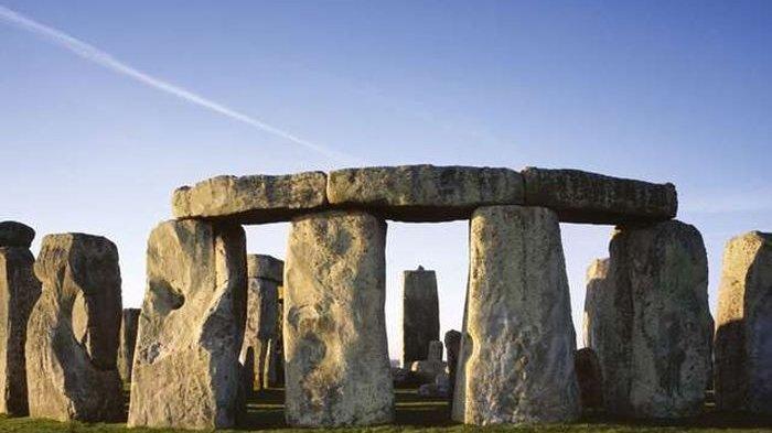 Lubang Pra Sejarah Ditemukan di Dekat Stonehenge Inggris.