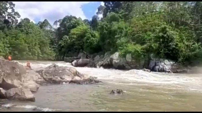 Arus Sungai Batang Merangin tempat dilakukannya olahraga arung jeram.