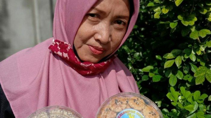 UMKM Kue Kering di Kota Jambi Ini Sekali Produksi Habiskan 4 Karung Terigu