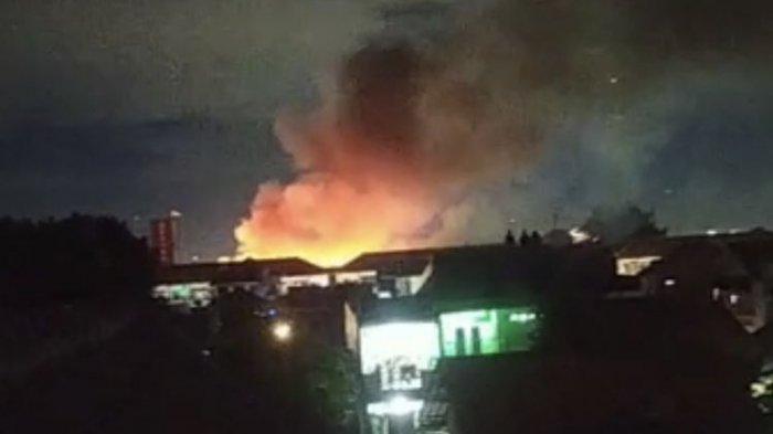 Asrama Mako Brimob Kelapa Dua, Cimanggis, Kota Depok, Jawa Barat terbakar pada Minggu (20/12/2020) malam.