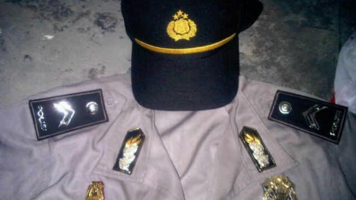 Baju polisi gadungan