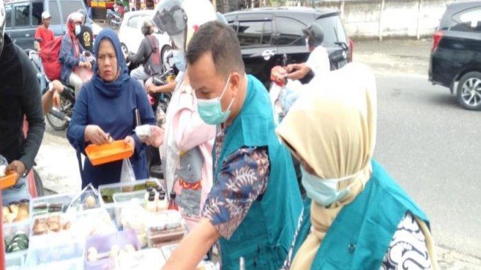 Balai Pengawasan Obat dan Makanan di Jambi melaksanakan kegiatan pengawasan pangan jajanan takjil dalam rangka melindungi masyarakat dari pangan yang mengandung bahan berbahaya.
