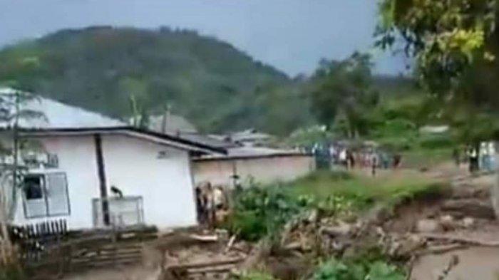 Diguyur Hujan Sejak Pagi, Desa Talang Kemuning Kerinci Diterjang Banjir Bandang