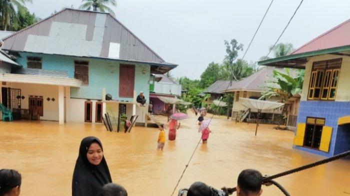 Banjir di Dusun Sungai Dingin, Kecamatan Limun, Sarolangun, Lumpuhkan Aktivitas Warga