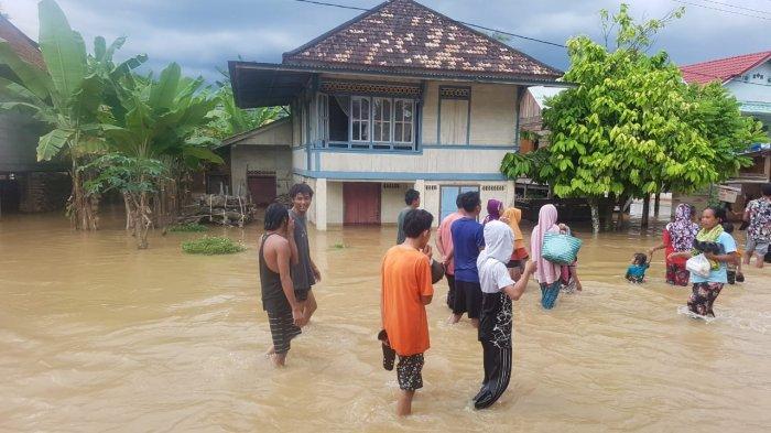 Hujan Deras di Hulu Batang Tabir Akibatkan Banjir di Kabupaten Tebo dan Transportasi Lumpuh
