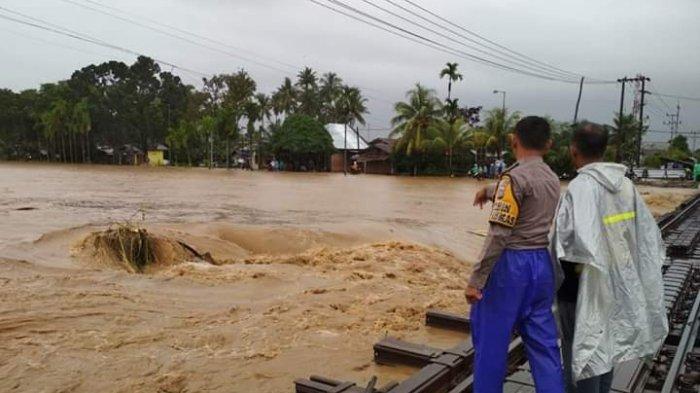 Banjir Padang 'Hantam' Kota Padang, Ratusan Rumah Terendam, Sebuah Jembatan Roboh