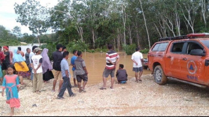 Tiga Pemuda Nekat Seberangi Sungai Batang Limun yang Deras, Satu Hilang dan Satunya Syok