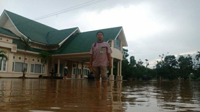 Hujan Deras di Muarojambi, Kantor Kemenag dan Disdik Kabupaten Muarojambi Digenangi Banjir