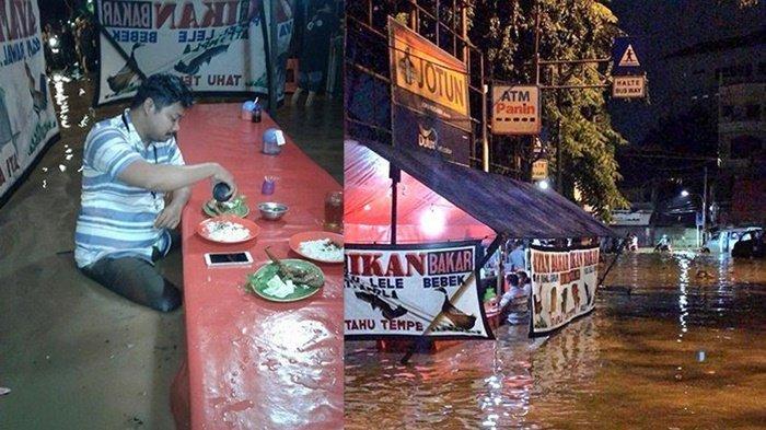 Seorang pria tampak menikmati makanannya di warung pecel lele meski sedang banjir