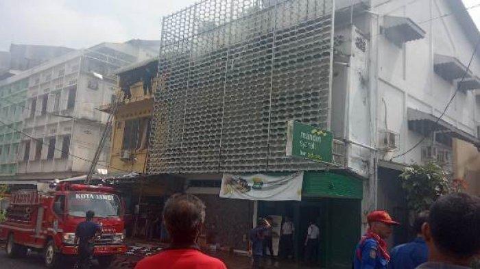 BREAKING NEWS: Bank Mandiri Syariah Terbakar, 6 Armada Damkar Dikerahkan
