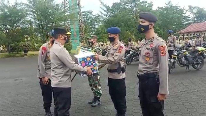 Kapolda Jambi Lepas 125 Paket Bansos Buat Masyarakat Terdampak Covid-19
