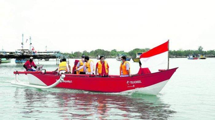 Bantu 10 Kapal dan Digitalisasi Nelayan, CSR Telkomsel Bersama KKP