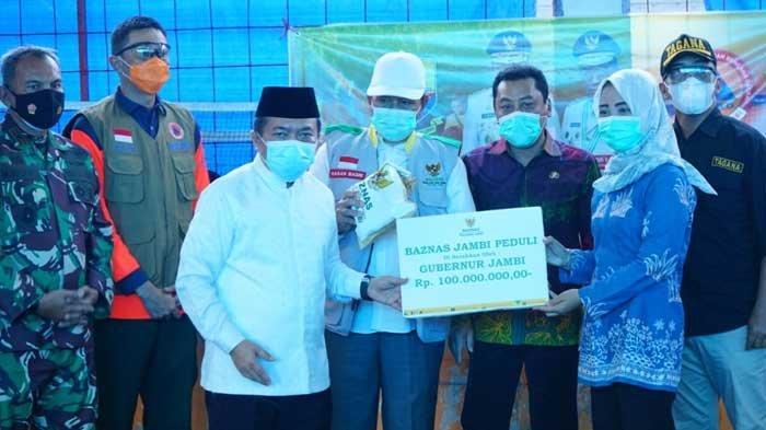 Gubernur Serahkan Bantuan Baznas Rp 100 Juta untuk Korban Kebakaran di Mendahara Tengah