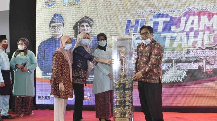 Gubernur Jambi Ajak Pelaku Usaha IKM-UKM Terus Tingkatkan Kualitas Produk