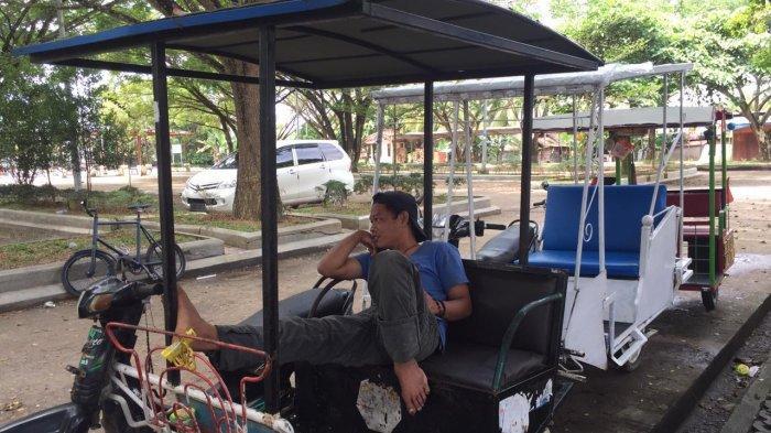 Dengan Rp 50 Ribu, Wisatawan Berhak Mengunjungi Berbagai Candi Di Muaro Jambi menggunakan becak motor ini.