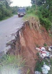 Ruas Jalan Menuju Desa Sungai Hangat Kerinci Terancam Amblas, Begini Kondisinya