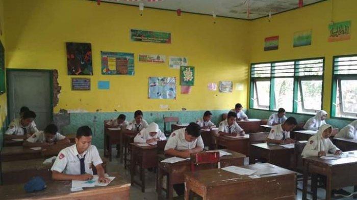 Siswa sedang belajar tatap muka di sekolah yang ada di Sarolangun beberapa waktu lalu