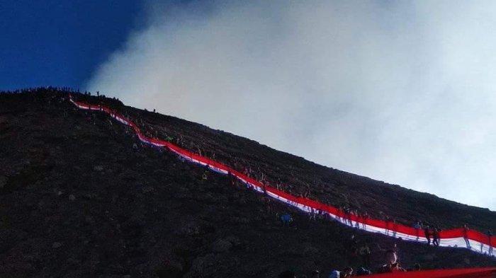 Pendaki yang Peringati Hari Kemerdekaan di Gunung Kerinci Tahun Ini Turun Drastis, Diduga Karena Ini