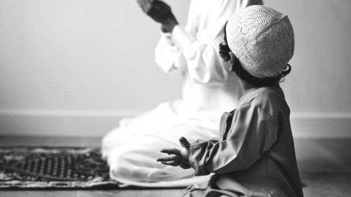 Bersholawat pada hakikatnya adalah berdoa kepada Allah