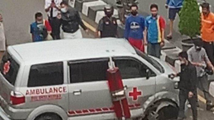 Kecelakaan Jambi, Sebuah Mobil Ambulans Laka Tunggal di Pasar Jambi