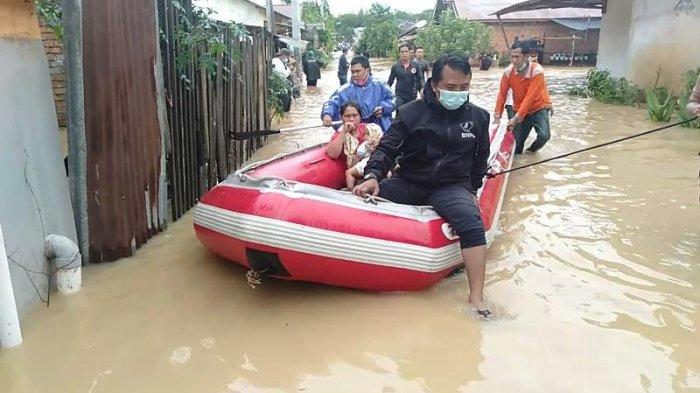 BNPB Turunkan Satu Perahu, Warga Kembar Lestari II Enggan Dievakuasi, Memilih Menunggu Air Surut