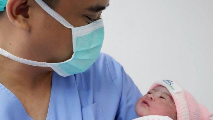 Kabar Gembira, Telah Lahir Cucu Keempat Presiden Jokowi, Anak Laki-laki dari Kahiyang Ayu dan Bobby