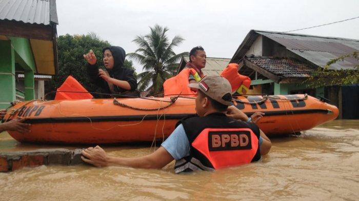 BPBD Muarojambi Bantu Evakuasi Warga Terdampak Banjir di Tiga Perumahan Kecamatan Jaluko