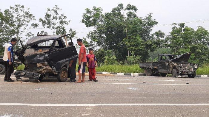 BREAKING NEWS 5 Orang Luka-luka, 2 Mobil Pikap Bermuatan Adu Kambing di Jalan Arah Bandara Bungo