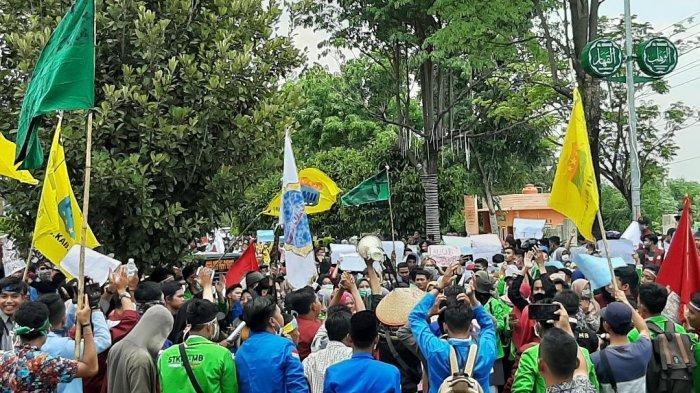 BREAKING NEWS, Ratusan Mahasiswa Bungo Kembali Aksi di Depan DPRD, Angkat Isu Daerah hingga Nasional