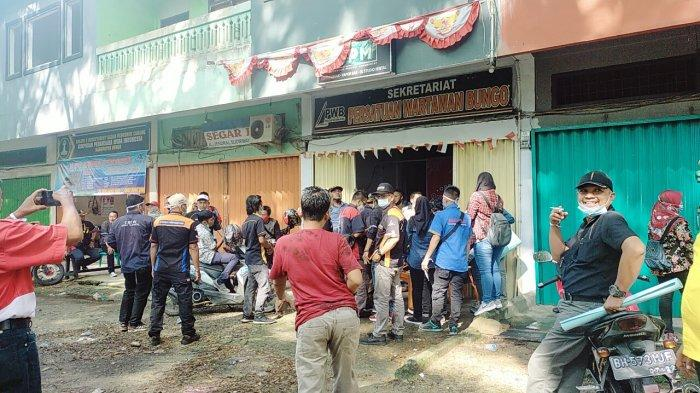 Buntut Pengeroyokan Saat Meliput, Polres Bungo Digeruduk Puluhan Wartawan