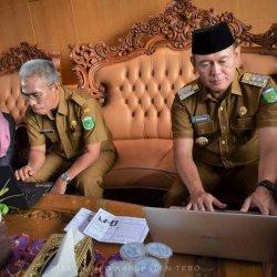 Bupati Sukandar dan Wabup Syahlan Kompak Isi Sensus Penduduk Online