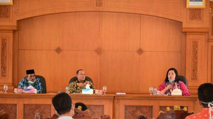 Bupati Sukandar Pimpin Rapat Gugus Tugas Penanggulangan Covid-19