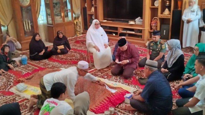 Bupati Safrial Beri Penghormatan Terakhir ke Almarhum Mantan Bupati Batanghari, Abdul Fattah
