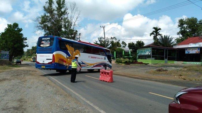 Tidak Miliki Surat Bebas Covid-19, Ratusan Kendaraan Hendak Masuk Bungo Dipaksa Putar Balik