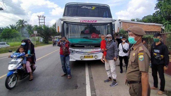 Sempat Adu Argumen dengan Petugas, Penumpang Bus Tujuan Medan Diminta Urus Surat Bebas Covid-19
