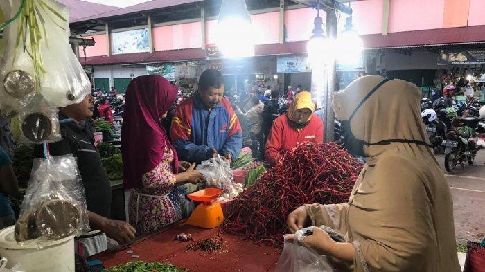 Penjual cabai Merah di Pasar Angso Duo Jambi, Minggu (25/10/2020).